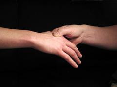 hands-dark-t
