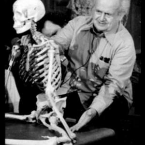 Moshe and skeleton